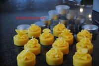 Maxi Teelichter mit Blume 100% Bienenwachs mit silberfarbener Hülle ( Stückpreis )
